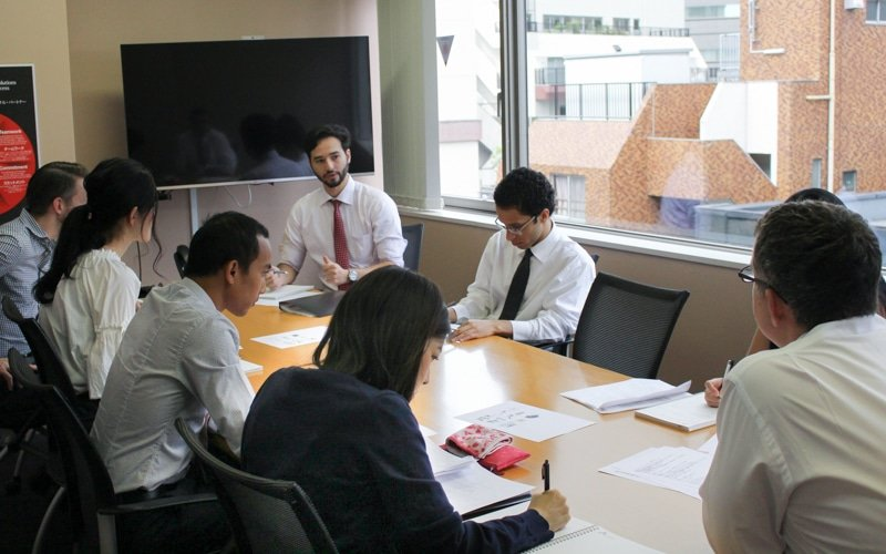 The trainees simulate a meeting