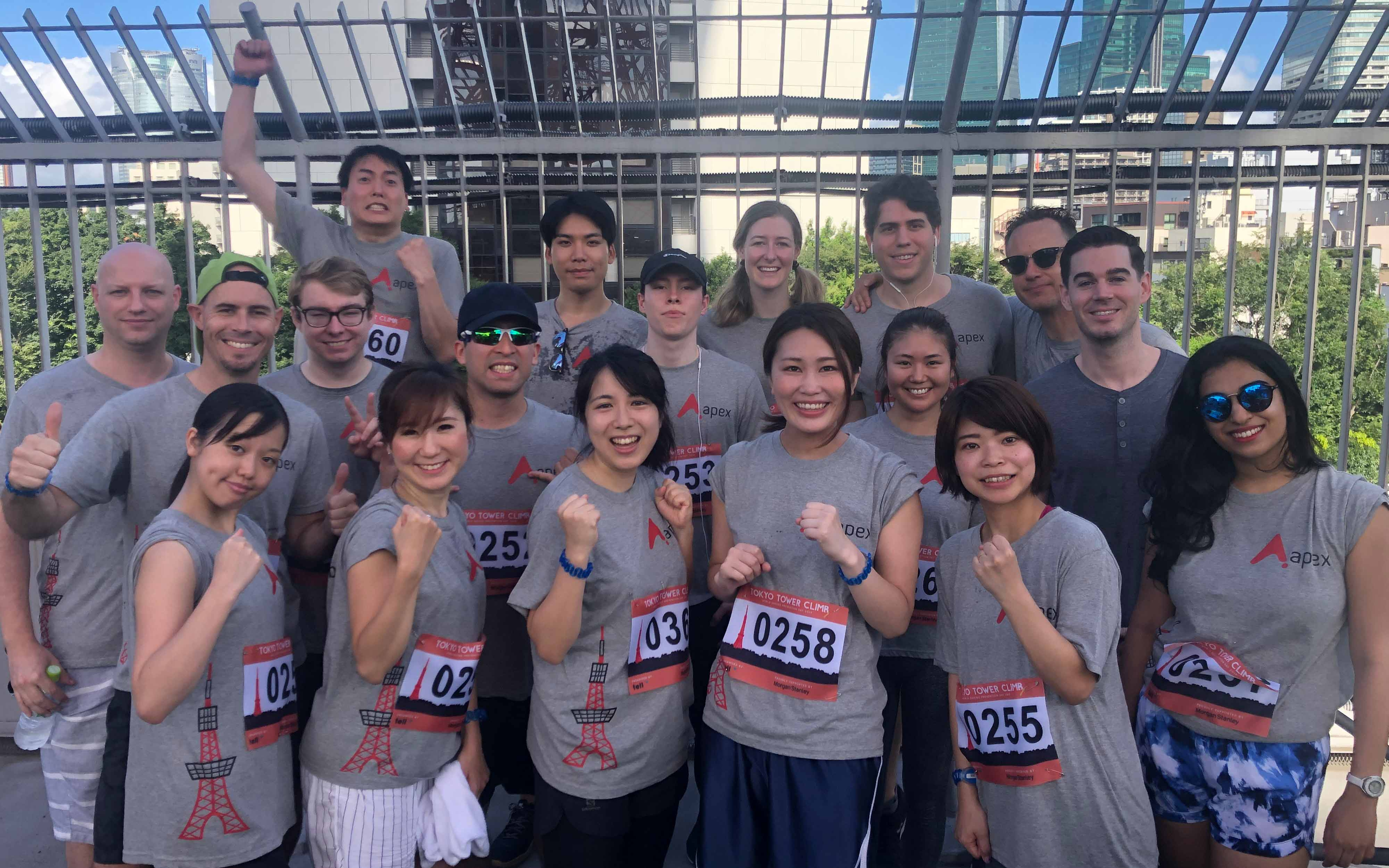 apex_tokyo_tower_team_photo_3_ps